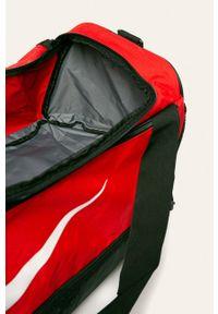 Czerwona torba podróżna Nike sportowa, z nadrukiem