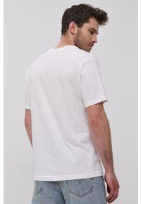 New Balance - T-shirt. Kolor: biały. Wzór: nadruk