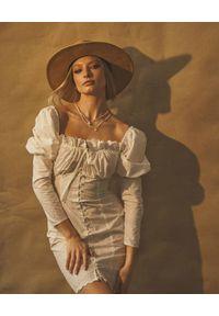 LOVE & ROSE - Sukienka z bufiastymi rękawami Puebla. Kolor: biały. Materiał: bawełna. Wzór: kwiaty, haft