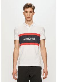 Jack & Jones - Polo. Okazja: na co dzień. Typ kołnierza: polo. Kolor: biały. Długość: krótkie. Wzór: nadruk. Styl: casual