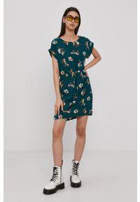 Vero Moda - Sukienka. Okazja: na co dzień. Kolor: zielony. Materiał: tkanina, wiskoza, materiał. Długość rękawa: krótki rękaw. Typ sukienki: proste. Styl: casual