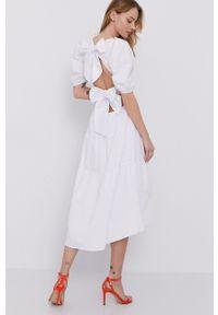 BARDOT - Bardot - Sukienka. Kolor: biały. Materiał: tkanina. Typ sukienki: rozkloszowane