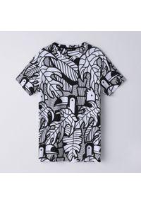 T-shirt Cropp z kontrastowym kołnierzykiem, z nadrukiem