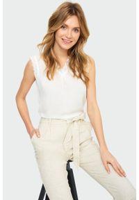Greenpoint - Wiskozowa bluzka w z koronką. Materiał: koronka, wiskoza. Wzór: koronka