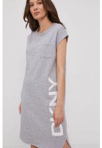 DKNY - Dkny - Sukienka. Okazja: na co dzień. Kolor: szary. Wzór: nadruk. Typ sukienki: proste. Styl: casual