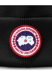 CANADA GOOSE - Czarna czapka z wełny. Kolor: czarny. Materiał: wełna. Wzór: aplikacja