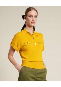 Luisa Spagnoli - LUISA SPAGNOLI - Żółta koszulka polo z kieszeniami Carato. Typ kołnierza: polo. Kolor: żółty. Materiał: prążkowany, jeans. Wzór: aplikacja. Sezon: wiosna. Styl: klasyczny