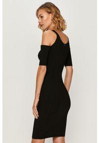 Czarna sukienka Guess Jeans na co dzień, casualowa, z okrągłym kołnierzem, z krótkim rękawem