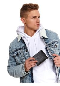 TOP SECRET - Klasyczny skórzany portfel. Kolor: czarny. Materiał: skóra