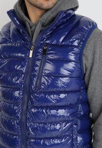Born2be - Granatowa Kamizelka Ambrosis. Typ kołnierza: kołnierzyk stójkowy, bez kaptura. Kolor: niebieski. Materiał: jeans, nylon. Długość rękawa: długi rękaw. Wzór: aplikacja