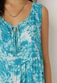Born2be - Niebieska Sukienka Olyndia. Typ kołnierza: dekolt w serek. Kolor: niebieski. Materiał: tkanina. Długość rękawa: bez rękawów. Typ sukienki: rozkloszowane. Styl: klasyczny. Długość: maxi