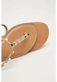 Beżowe sandały Steve Madden na klamry, bez obcasa