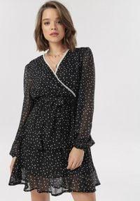 Born2be - Czarna Sukienka Daemaris. Kolor: czarny. Materiał: koronka, materiał, poliester. Długość rękawa: długi rękaw. Wzór: kropki, koronka. Typ sukienki: kopertowe, dopasowane. Długość: mini