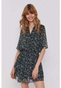 Pepe Jeans - Sukienka Amelia. Materiał: tkanina. Długość rękawa: krótki rękaw. Typ sukienki: rozkloszowane