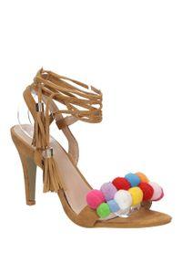 Brązowe sandały Casu w kolorowe wzory, na co dzień, na lato