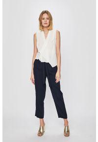 Niebieskie spodnie materiałowe Vero Moda z podwyższonym stanem
