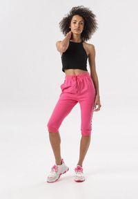 Różowe spodnie dresowe Born2be