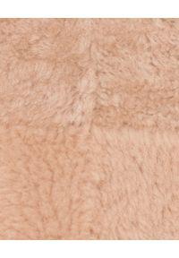 ALMAROSAFUR - Beżowy kożuch z kapturem. Typ kołnierza: kaptur. Kolor: beżowy. Materiał: jeans, futro. Długość: długie. Styl: sportowy #6