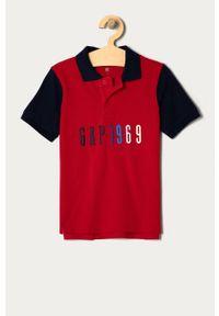 Czerwony t-shirt polo GAP na co dzień, casualowy, z aplikacjami