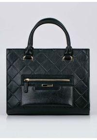 Czarna torebka Monnari klasyczna, z tłoczeniem