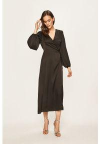 Czarna sukienka Glamorous rozkloszowana, maxi