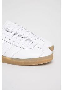 Białe sneakersy adidas Originals na sznurówki, z okrągłym noskiem #5