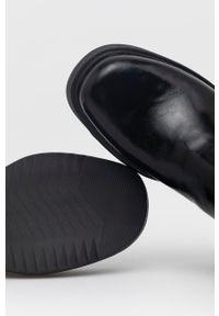 vagabond - Vagabond - Sztyblety skórzane Tara. Nosek buta: okrągły. Kolor: czarny. Materiał: skóra. Obcas: na platformie