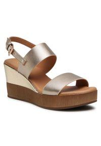 Złote sandały Clara Barson na obcasie, na średnim obcasie