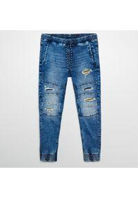 Cropp - Jeansowe joggery - Niebieski. Kolor: niebieski