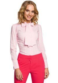 MOE - Koszula w Różową Kratkę z Wiązaną Kokardą. Typ kołnierza: kokarda. Kolor: różowy. Materiał: poliester, wiskoza, elastan. Wzór: kratka