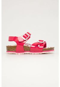 Różowe sandały Birkenstock na obcasie, na klamry