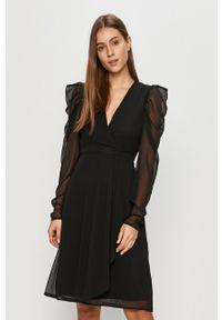 Czarna sukienka Vila na co dzień, z długim rękawem, prosta