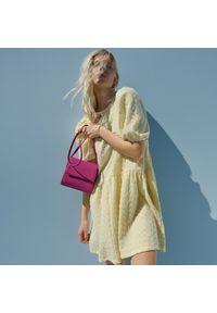 Reserved - Sukienka ze strukturalnej dzianiny - Żółty. Kolor: żółty. Materiał: dzianina