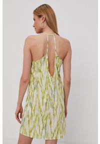 Noisy may - Noisy May - Sukienka. Okazja: na co dzień. Kolor: żółty. Materiał: tkanina. Długość rękawa: na ramiączkach. Typ sukienki: proste. Styl: casual