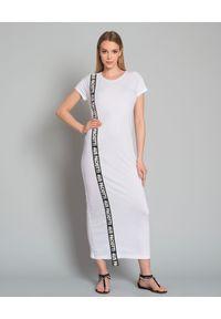 CESARE PACIOTTI - Sukienka z logo marki. Okazja: na co dzień. Kolor: biały. Materiał: materiał. Typ sukienki: proste, sportowe. Styl: sportowy, elegancki, casual. Długość: maxi