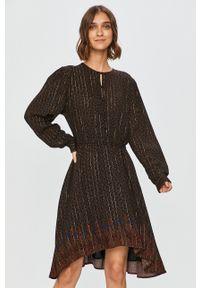 Desigual - Sukienka. Kolor: czarny. Materiał: materiał. Długość rękawa: długi rękaw. Typ sukienki: rozkloszowane
