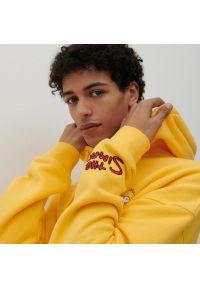 Reserved - Bluza The Simpsons - Żółty. Kolor: żółty