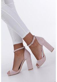 Casu - Różowe sandały na słupku z zakrytą piętą i paskiem wokół kostki casu 1590. Zapięcie: pasek. Kolor: różowy. Obcas: na słupku