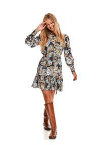 TOP SECRET - Koszulowa sukienka w kwiaty, z falbaną. Kolor: niebieski. Materiał: tkanina. Wzór: kwiaty. Sezon: jesień. Typ sukienki: koszulowe
