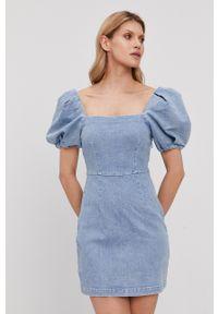 Miss Sixty - Sukienka jeansowa. Kolor: niebieski. Materiał: jeans. Długość rękawa: krótki rękaw. Wzór: aplikacja. Typ sukienki: rozkloszowane