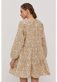 only - Only - Sukienka. Kolor: beżowy. Materiał: tkanina. Długość rękawa: długi rękaw. Typ sukienki: rozkloszowane