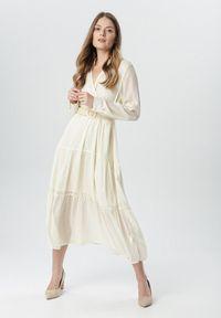 Born2be - Kremowa Sukienka Stacy. Kolor: beżowy. Długość rękawa: długi rękaw. Typ sukienki: kopertowe. Długość: maxi