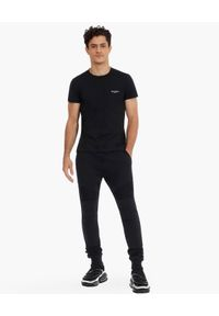 Balmain - BALMAIN - Czarne spodnie dresowe z logo. Kolor: czarny. Materiał: dresówka. Wzór: aplikacja