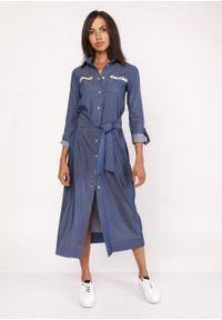 e-margeritka - Długa sukienka do kostek zapinana na napy jeans - 42. Okazja: na co dzień. Materiał: jeans. Długość rękawa: długi rękaw. Wzór: moro, gładki, aplikacja. Sezon: jesień, zima. Typ sukienki: proste, sportowe. Styl: sportowy, casual, militarny. Długość: maxi