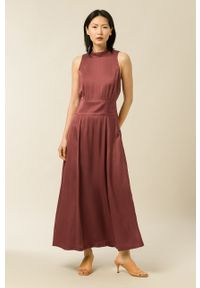 IVY & OAK - Sukienka Delia. Typ kołnierza: kołnierzyk stójkowy. Kolor: brązowy. Materiał: włókno, wiskoza, satyna, materiał. Wzór: ze splotem. Typ sukienki: rozkloszowane