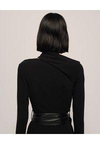 NANUSHKA - Czarna sukienka Clement. Kolor: czarny. Długość rękawa: długi rękaw. Wzór: motyw zwierzęcy, aplikacja, nadruk. Sezon: jesień. Typ sukienki: dopasowane