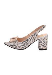 Suzana - Beżowe POLSKIE sandały damskie SUZANA 1450k. Kolor: beżowy. Materiał: skóra. Wzór: motyw zwierzęcy. Obcas: na słupku. Styl: klasyczny