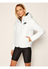Biała kurtka puchowa Nike