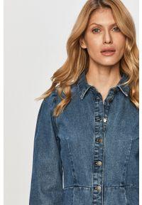 Jacqueline de Yong - Sukienka. Okazja: na co dzień. Kolor: niebieski. Materiał: tkanina. Długość rękawa: długi rękaw. Wzór: gładki. Typ sukienki: proste. Styl: casual