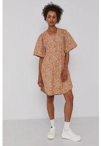 Y.A.S - Sukienka. Kolor: beżowy. Materiał: tkanina. Długość rękawa: krótki rękaw. Typ sukienki: rozkloszowane